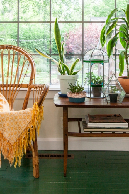 Bohemian modern decor with rattan and plants