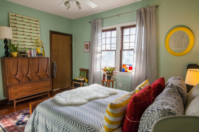 Cheerful eclectic vintage decor